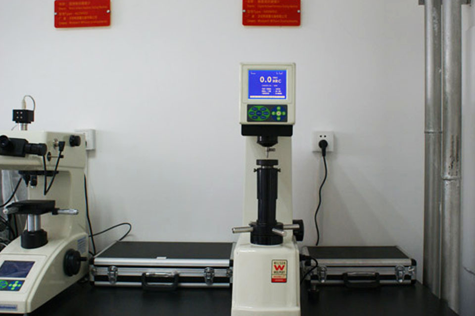 Digital Rockwell Test Machine