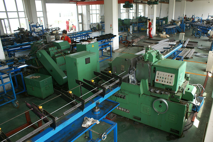 Certerless grinding machine